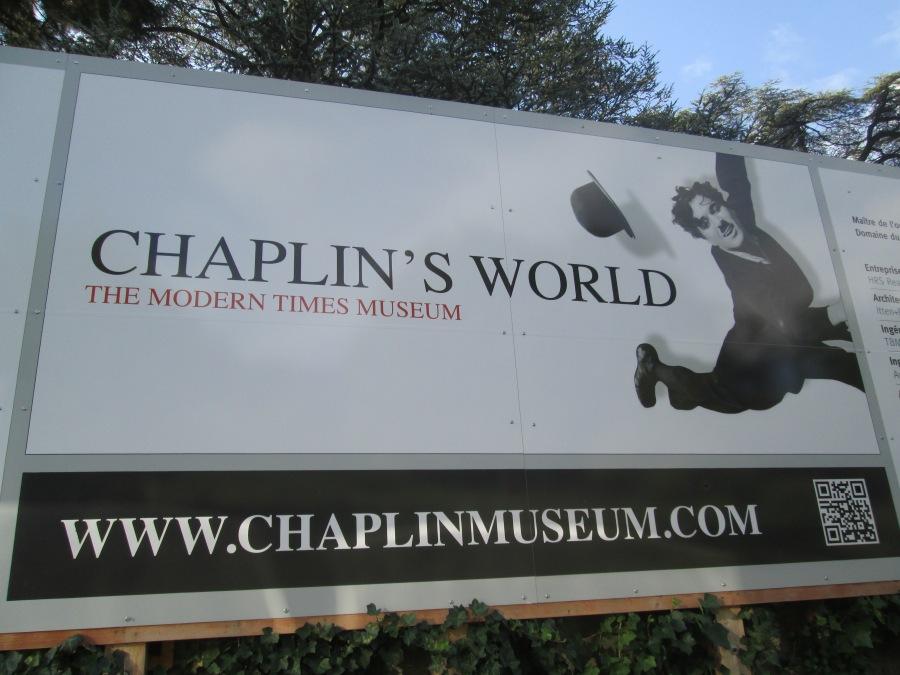 9. Una valla publicitaria recuerda la proximidad del Museo dedicado a Charles Chaplin en las proximidades de Vevey.